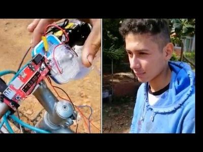 Con su bici y su ingeniosa radio, jovencito de Pirayú genera admiración en las redes