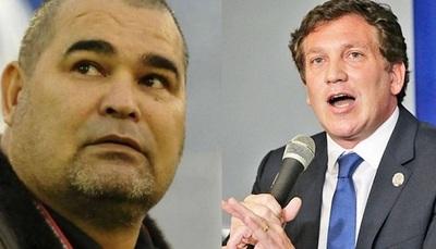Chila le pega de contragolpe a Domínguez