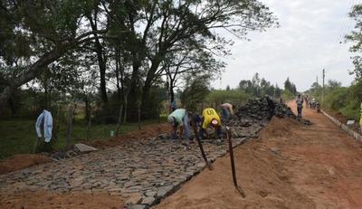 Con financiación de la EBY se inicia construcción de empedrado en Ayolas