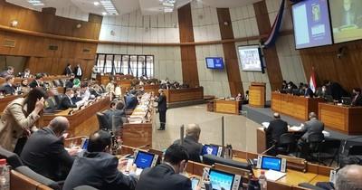 Petta se salva del voto de censura: se aplaza estudio de la propuesta