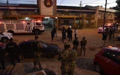 Internos de Tacumbú queman colchones exigiendo visitas
