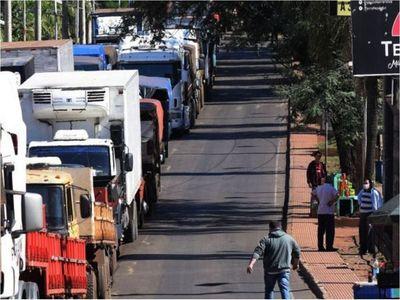 Camioneros denuncian controles abusivos  de los militares en CDE