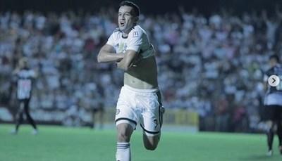 Nestor Camacho, ¿dejará el fútbol por el canto?