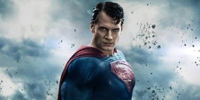 HOY / Henry Cavill se plantea volver a ser Superman para Warner Bros.