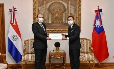 HOY / Nuevo embajador taiwanés presentó sus cartas credenciales