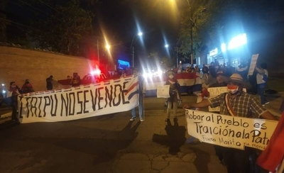 "HOY / Realizan manifestación en repudio a plan de ""super préstamo"" de Itaipú"
