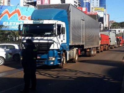 Levantan controles de militares y se normaliza tráfico de camiones en CDE