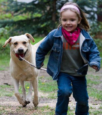 Las mascotas de la familia estimulan el desarrollo infantil