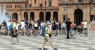 """España aprueba un ingreso mínimo frente a la pobreza y las """"colas del hambre"""""""