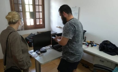 HOY / Fiscalía allana vivienda de acusado de hackear empresa de courrier