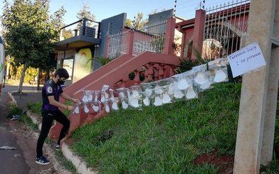 Regalan tapabocas a personas vulnerables en Franco