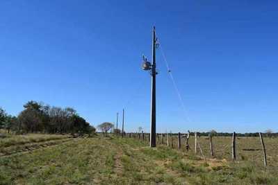 Familias de Ayolas, con apoyo de la EBY, acceden por primera vez al servicio de energía eléctrica