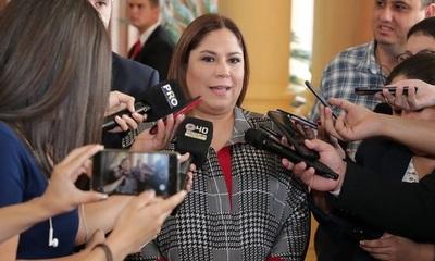 Patricia Samudio y 21 personas más fueron imputadas por sobre facturación de agua tónica