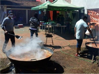 Entregan insumos  para 320 ollas populares en Itapúa