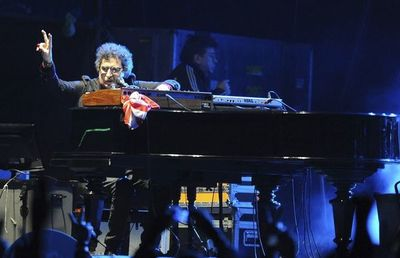 Hospitalizan al músico Charly García por cuadro febril