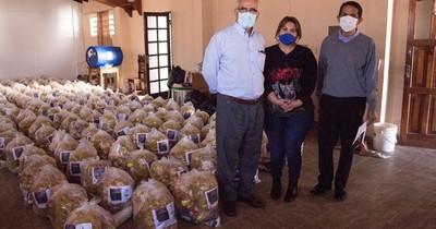 Entregan 930 kits de alimentos