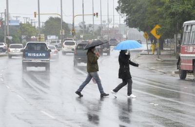 Pronostican domingo lluvioso y descenso de temperatura