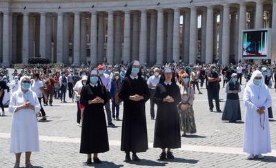 HOY / Los fieles vuelven a la plaza de san Pedro