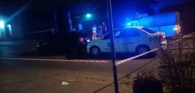 """Padre de menor baleado aclara que no atropelló la barrera policial: """"Jugaron a matar, tiene 6 disparos mi auto"""
