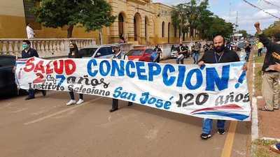 Ex alumnos salesianos brindan su homenaje a Concepción