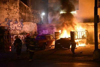 Vehículos en desuso del MUVH arden en llamas