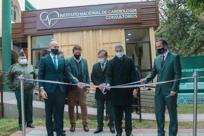 Con apoyo de la EBY, Hospital San Jorge inaugura renovado bloque de consultorios