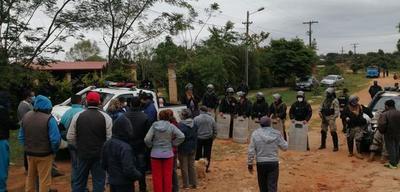 Vecinos del barrio 1ro de Marzo amenazan con quemar camión – Prensa 5