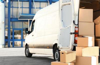 Le dan trabajo de repartidor pero huye con el camión y la mercancía el primer día