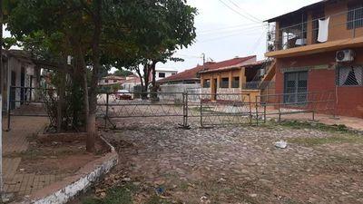 Vecinos denuncian que vallado cierra toda una cuadra para proteger la vivienda de Quiñónez