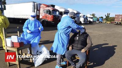 REALIZARON HISOPADOS A 30 CAMIONEROS QUE INGRESARON AL PAÍS EN ENCARNACIÓN.