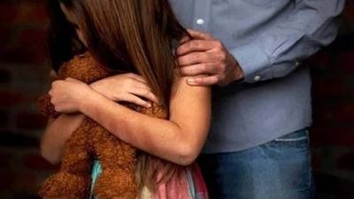 HOY / Padre que abusó durante años de su hija recibe condena de 4 años y medio de cárcel