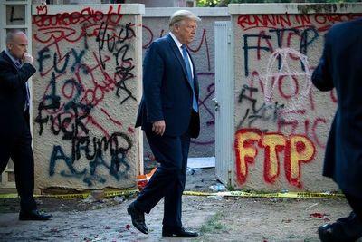 Trump amenaza con desplegar el ejército si continúan los disturbios en EEUU