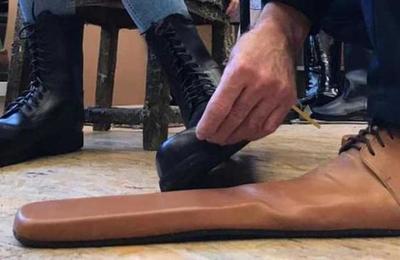 Los curiosos zapatos para respetar el distanciamiento social