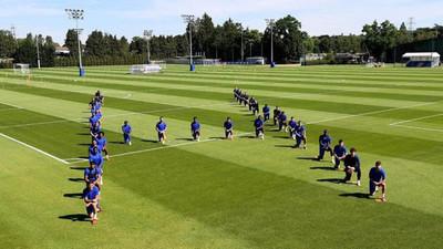 Clubes de fútbol y jugadores se unen a la lucha contra el racismo