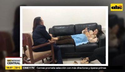 Directora del SNPP reconoce que recibió masajes en su oficina
