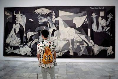 """Contemplar el """"Guernica"""" solo junto a 30 personas será posible"""
