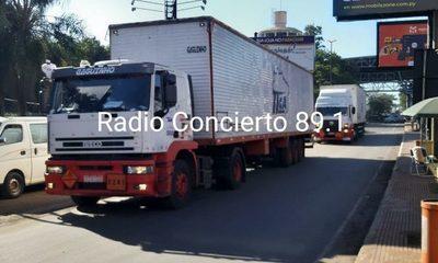 Ingresan camiones cargados con explosivos