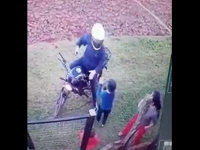 Un niño defiende a su madre durante asalto en CDE