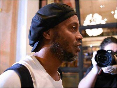 Ronaldinho, cerca de 3 meses de encierro en Paraguay y sin noticias de Dalia