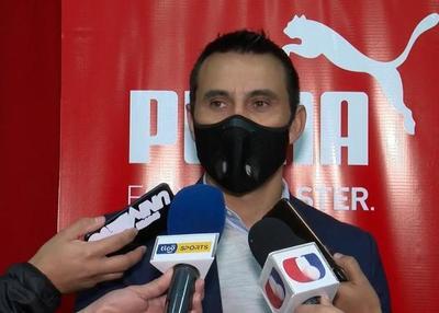 """Justo Villar: """"Surgió una idea para que podamos darle una mano a los jugadores libres"""""""