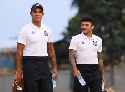 Tabaré Viudez y Diego Polenta ya están en Paraguay