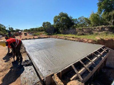 Avanzan trabajos de ampliación del Puente sobre el Arroyo Ypané