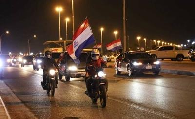 HOY / Ciudadanos indignados realizan caravana contra la corrupción