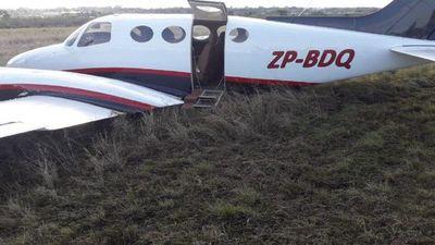 Pasajeros del avión que aterrizó forzosamente en el Silvio Petirrossi salieron ilesos