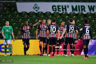 Eintracht vence 3-0 en Bremen y hunde aún más al Werder