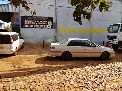 """Miguel Prieto convierte vereda en """"estacionamiento privado"""""""