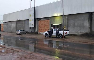 Asalto con toma de rehenes en fábrica de cartón en Ñemby