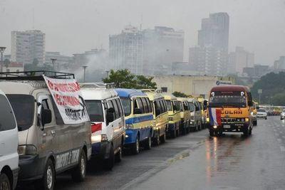 Transportistas escolares se movilizan para pedir diálogo con el Gobierno en el marco de la pandemia