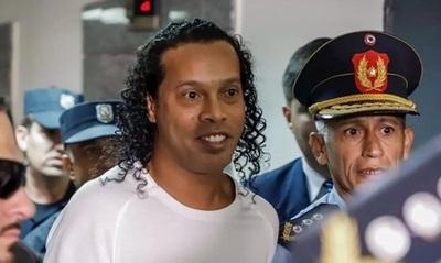 Ronaldinho Gaúcho es sorprendido en hotel asunceno