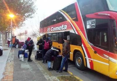 Retornan 60 paraguayos de Argentina • Luque Noticias